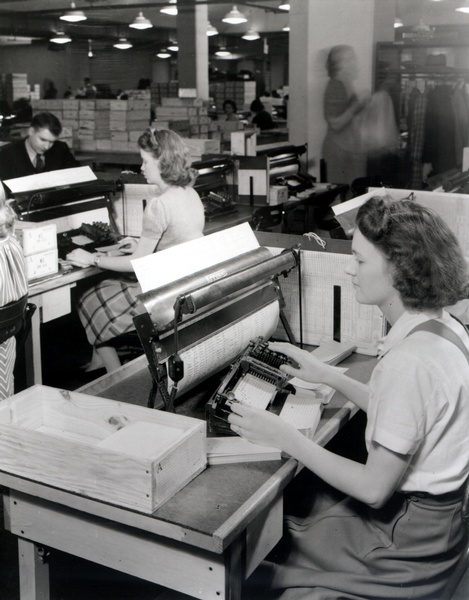 http://www.officemuseum.com/IMagesWWW/1940_Census_worker_using_card_punch.jpg