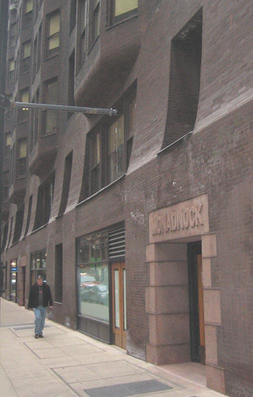 Commonadnock Flooring : Monadnock_building_Chicago_thick_walls_OM.JPG (54671 bytes)