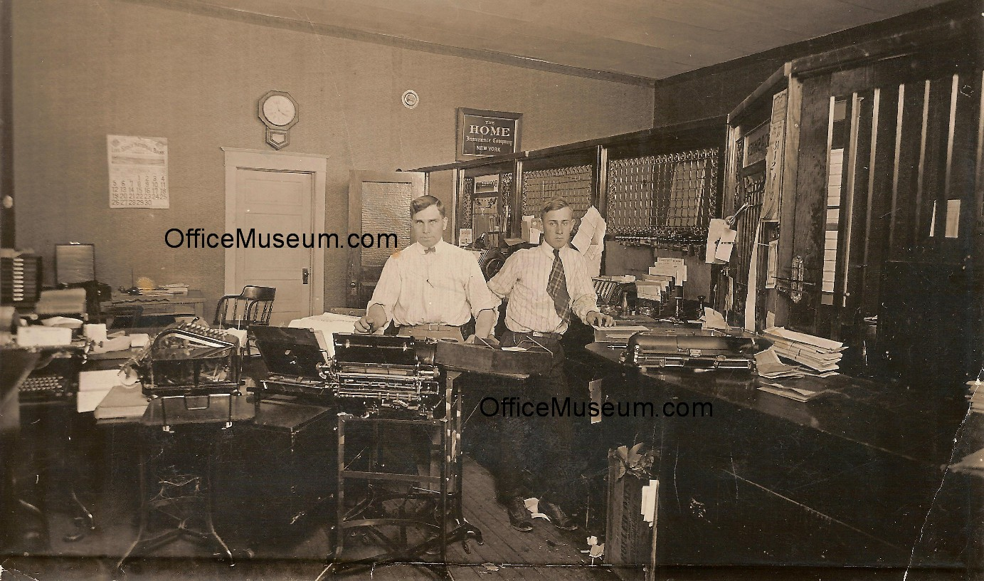 1920 Cashier And Bookkeeping Office MauritsMalm On Left OM 253683 Bytes