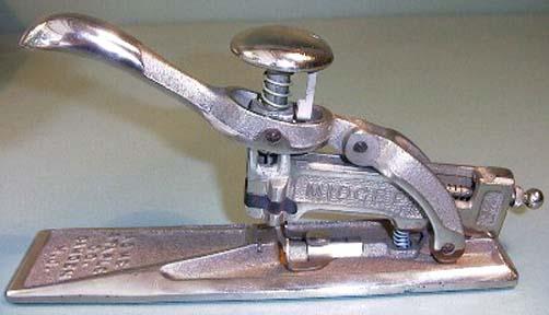 Sewing machine midget