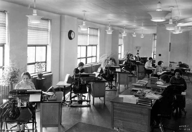 Cb000186 1933 Office With Burroughs Machines Om Jpg 47089 Bytes